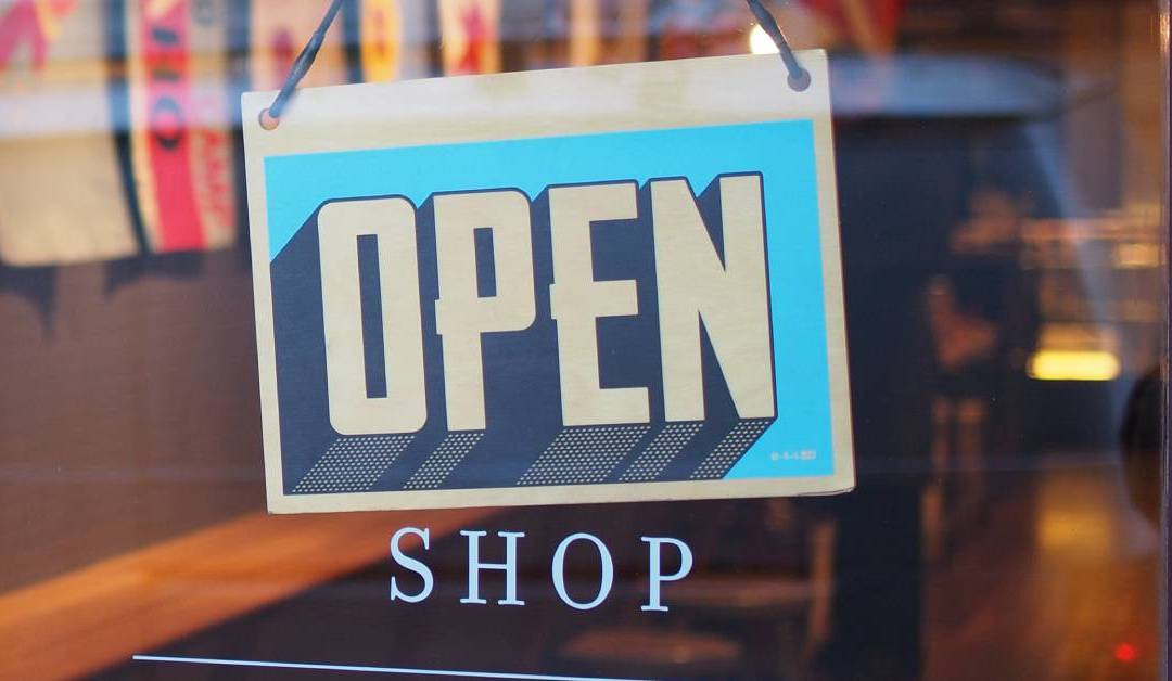 """HubSpot: """"6 Secrets for Getting Repeat Customers That Stick Around"""""""