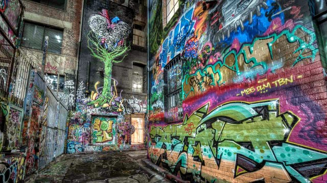 Graffiti in Melbourne : the tree in hosier lane