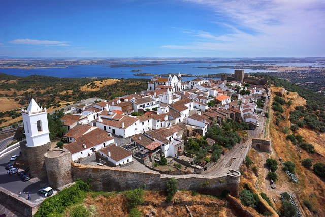 O que é Portugal? 10 palavras que definem um país indefinível