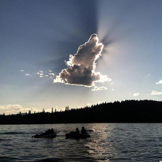Nuvens com semelhanças curiosas