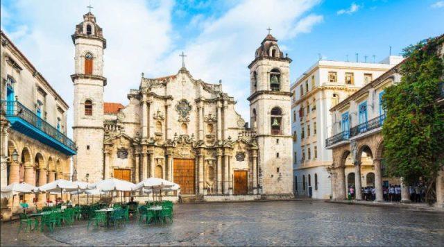 Praça da Catedral, Havana, Cuba