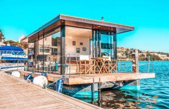 Sabia que pode dormir numa casa flutuante no Douro?
