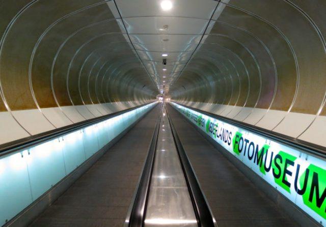 02 Estação de Wilhelminaplein, Roterdão, Holanda - © Wikimedia Commons