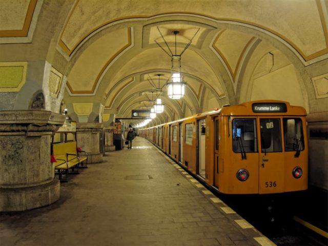 Estação de Heidelberger Platz, Berlim, Alemanha - © Wikimedia Commons