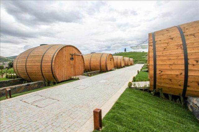Sabia que pode dormir num pipo de vinho gigante no Douro?