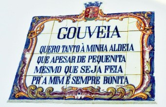 Encantadora Aldeia Portuguesa com um poema em cada esquina