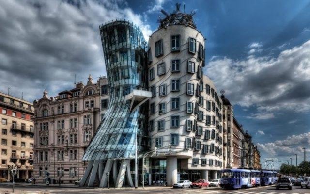 La casa danzante, Praga