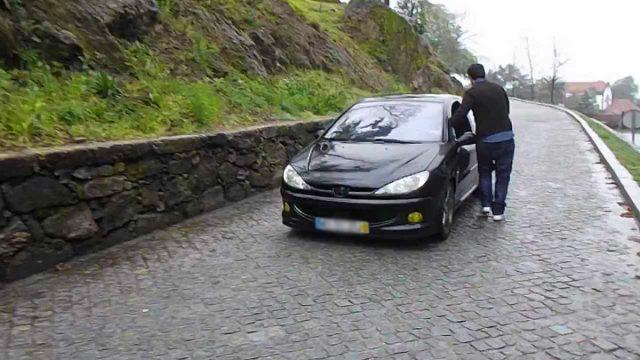 Em Braga há uma estrada mágica onde os carros sobem sozinhos