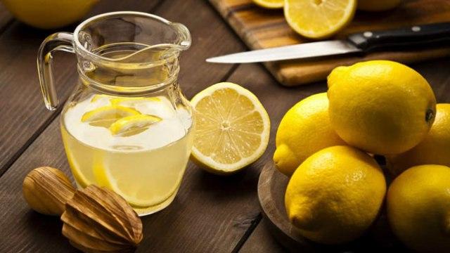 água morna com limão