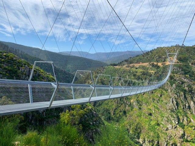 ponte pedonal suspensa