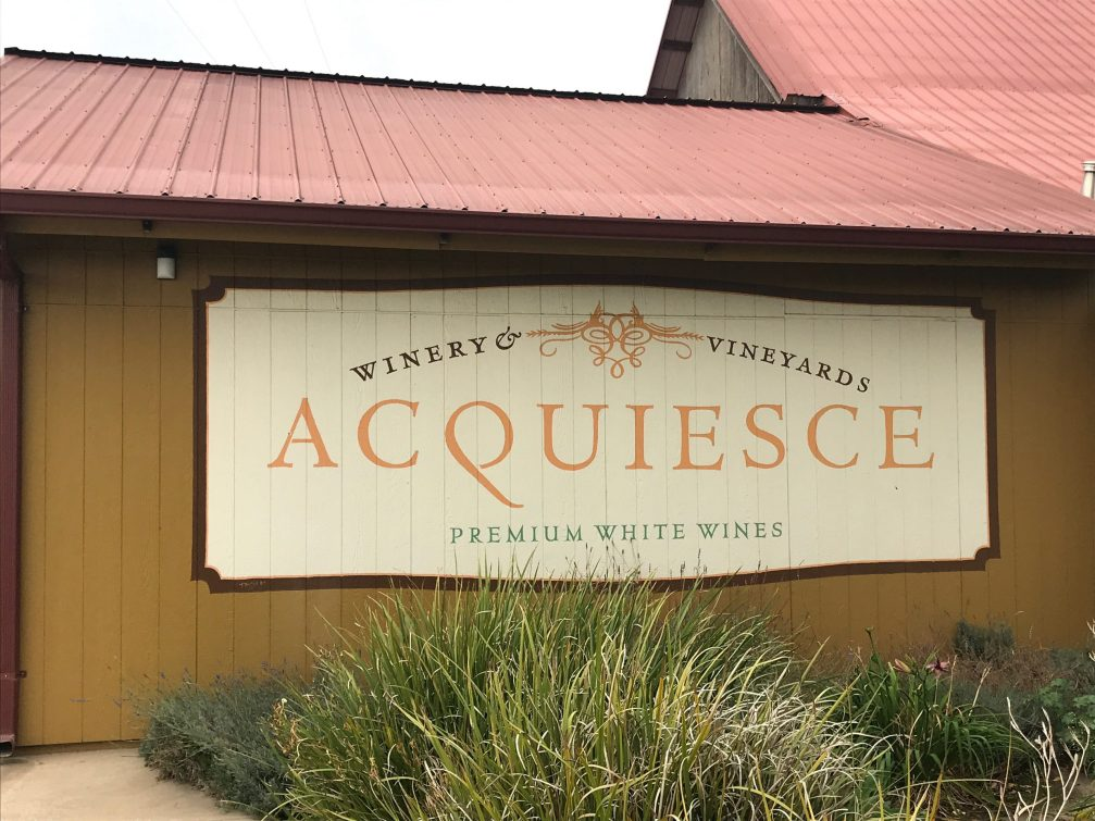 A view from the outside the tasting room at Acquiesce Winery