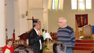 Mamoud Doua dans l'église
