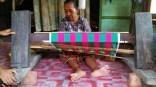 Belajar menenun sejak kecil