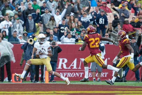 Fresham wide receiver Kevin Stepherson hauls in a touchdown in Notre Dame's 45-27 loss.