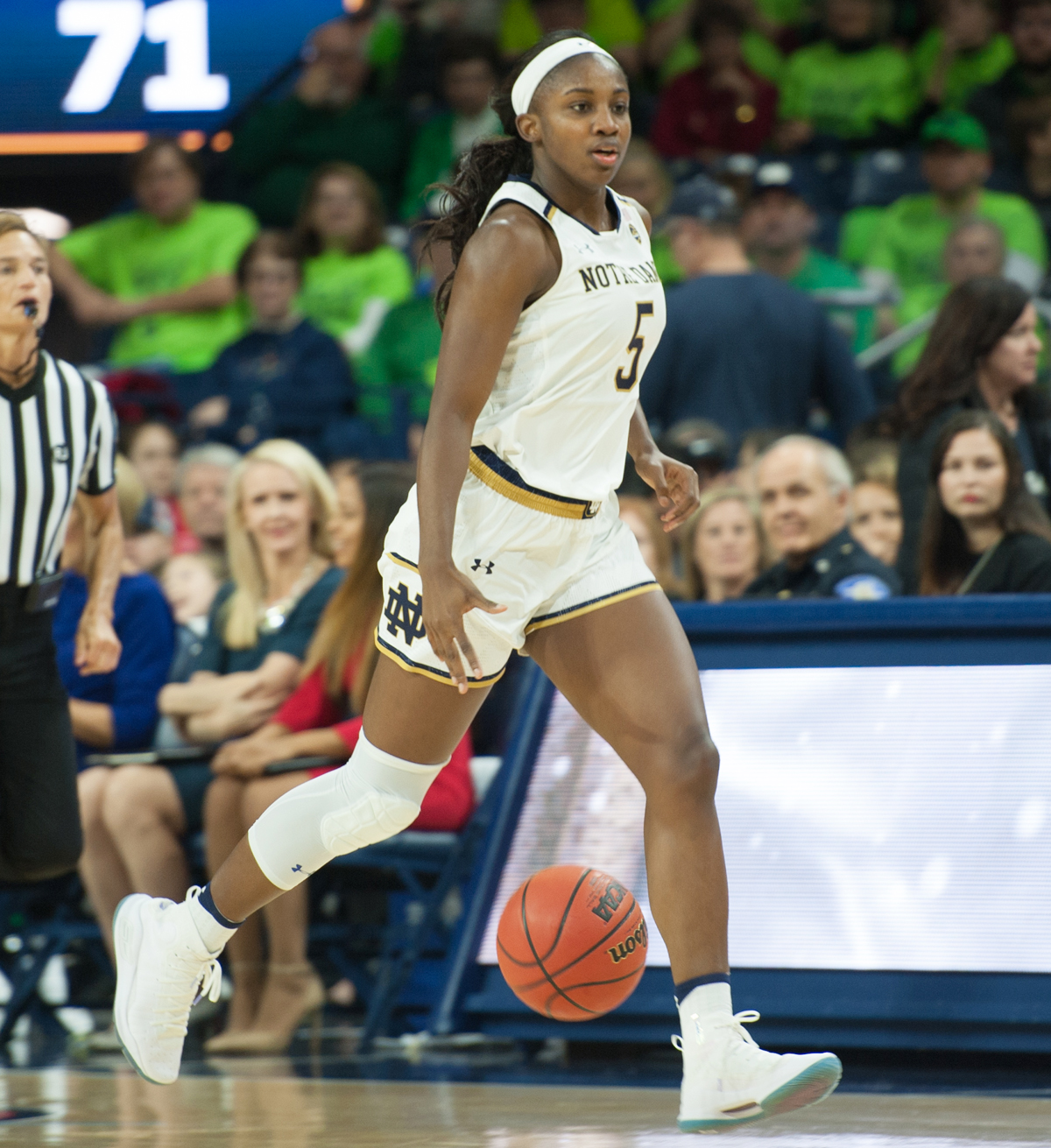 Huskies take early lead, dominate No. 1 Irish