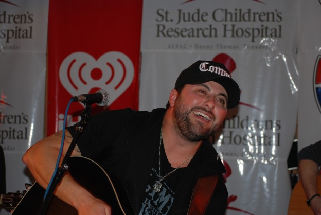 Stars Collaborate For Country 92 5 Benefit Performance At Cadillac
