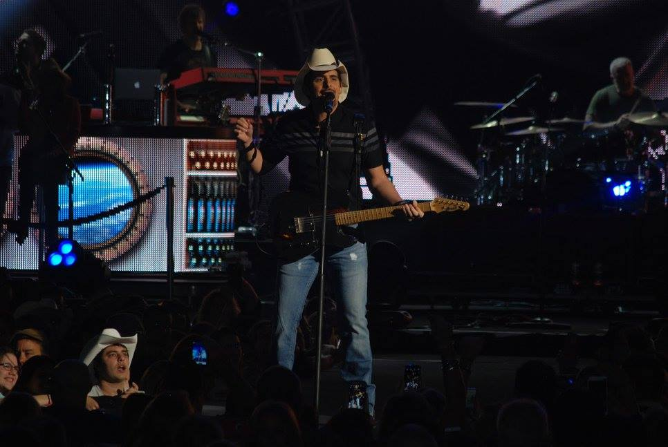 Brad Paisley Transforms Southeastern Ct Into Country Nation New