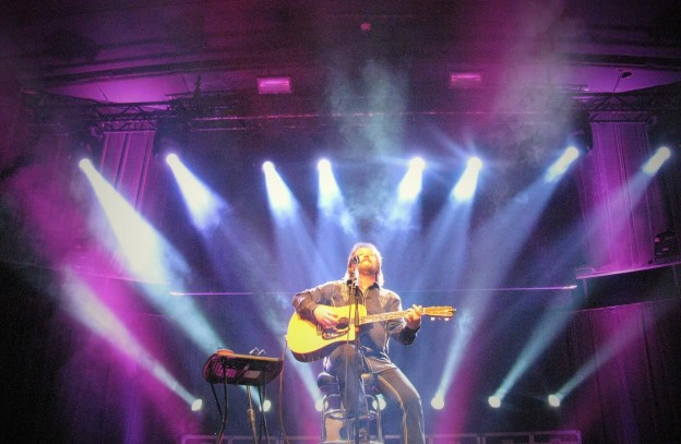 Travis Tritt Brings His Night Moves To The Royale New England
