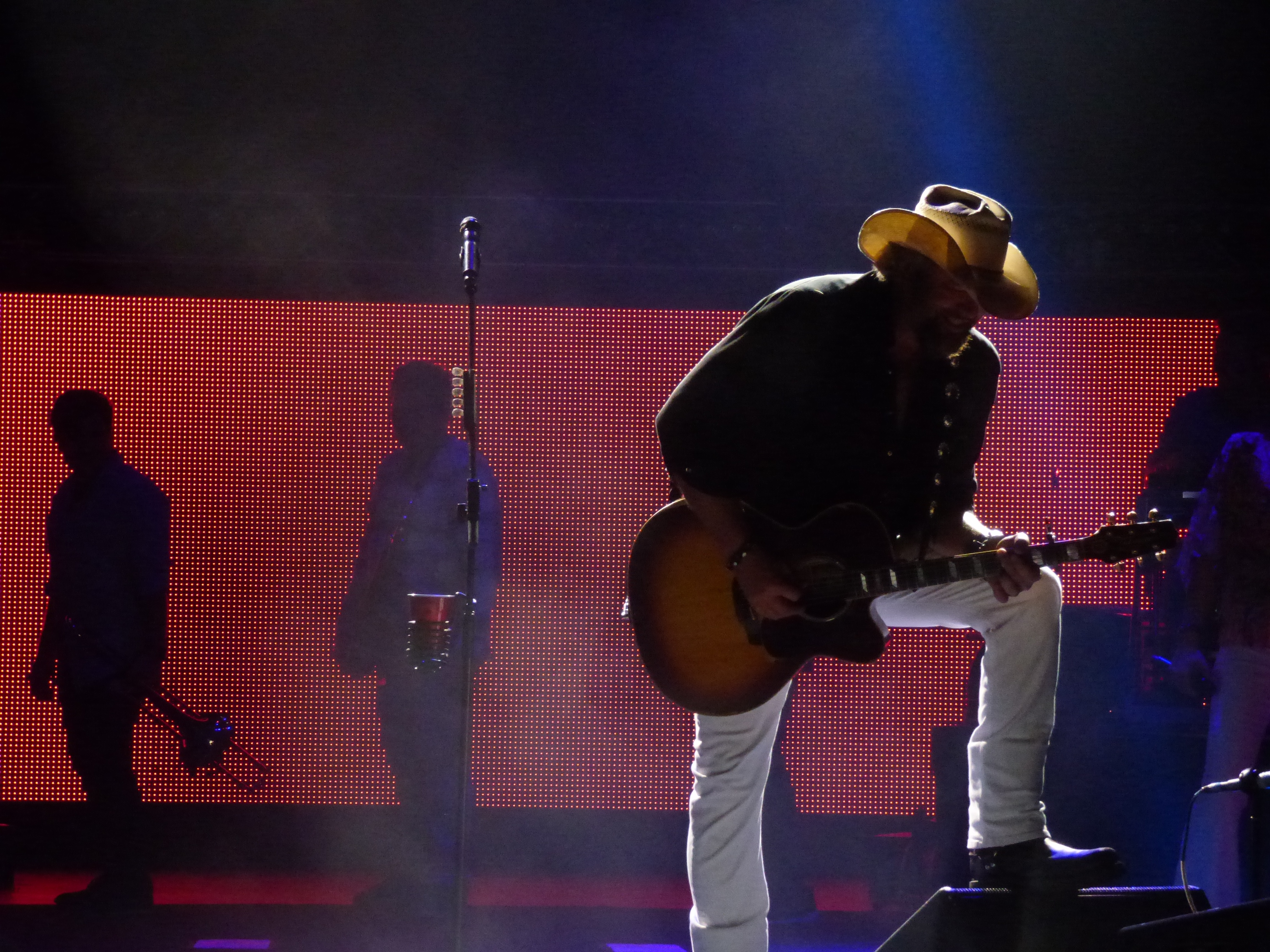Toby Keith Brings The Show To Mansfields Xfinity Center New