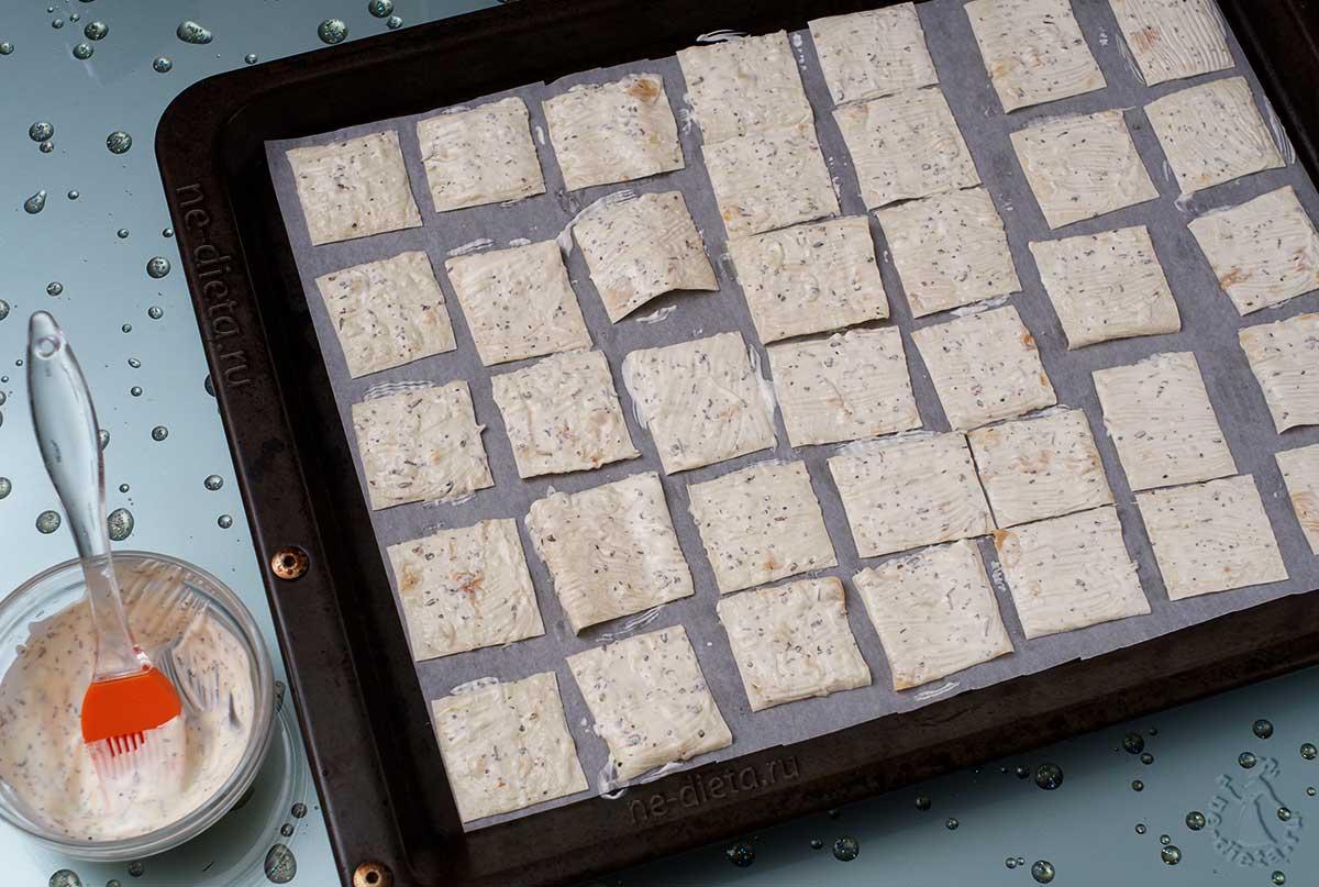 Rasp kaas op een fijne rasp