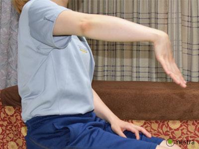 テニス肘治し方手指ストレッチ1