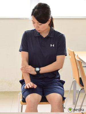 手の腱鞘炎-コンプレッションストレッチ1