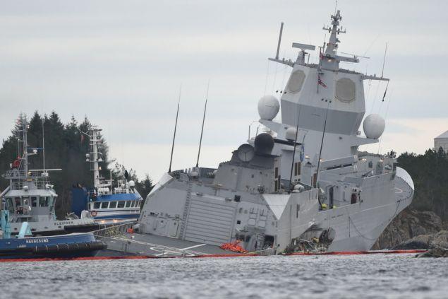 norway-frigate-2 Ελληνικό τάνκερ συγκρούστηκε με φρεγάτα του ΝΑΤΟ -7 τραυματίες, βυθίζεται το πολεμικό πλοίο