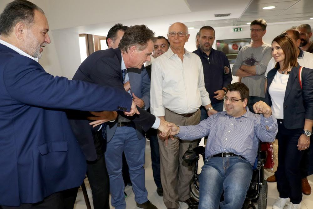 0-5-82 Εγκάρδια συνάντηση Γιάννη Κουράκη – Νίκου Παπανδρέου