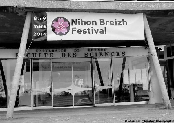 Une photo de l'entrée, yep, c'est en noir & blanc à Rennes. (crédits: Aurélien Chevalier)