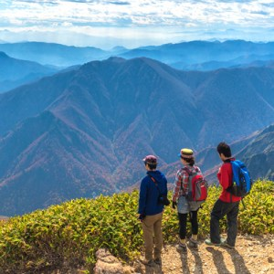 Hiking in the mountains - wellness activities near Tokyo