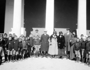 Former Ambassador Morgenthau (in black coat and white hat) often brought visitors to the Zappeion to meet the children.