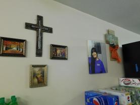 A memorial to Stacy adorns the wall. (Stan Morris | NEA Report)