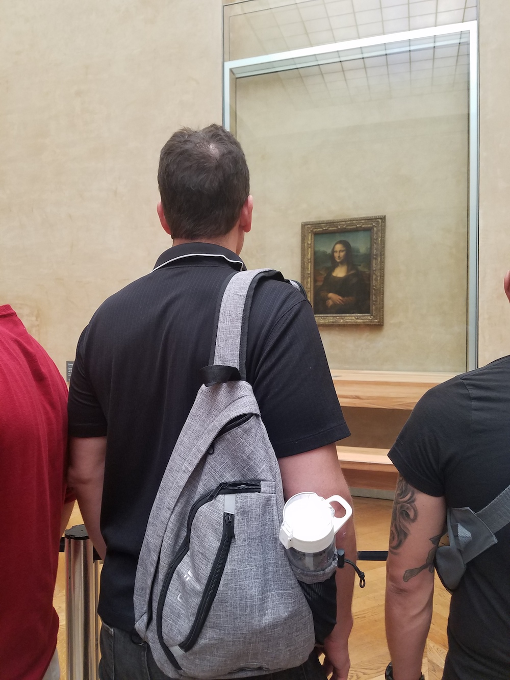 neatpack sling bag Monalisa by Da Vinci inside of The Louvre museum