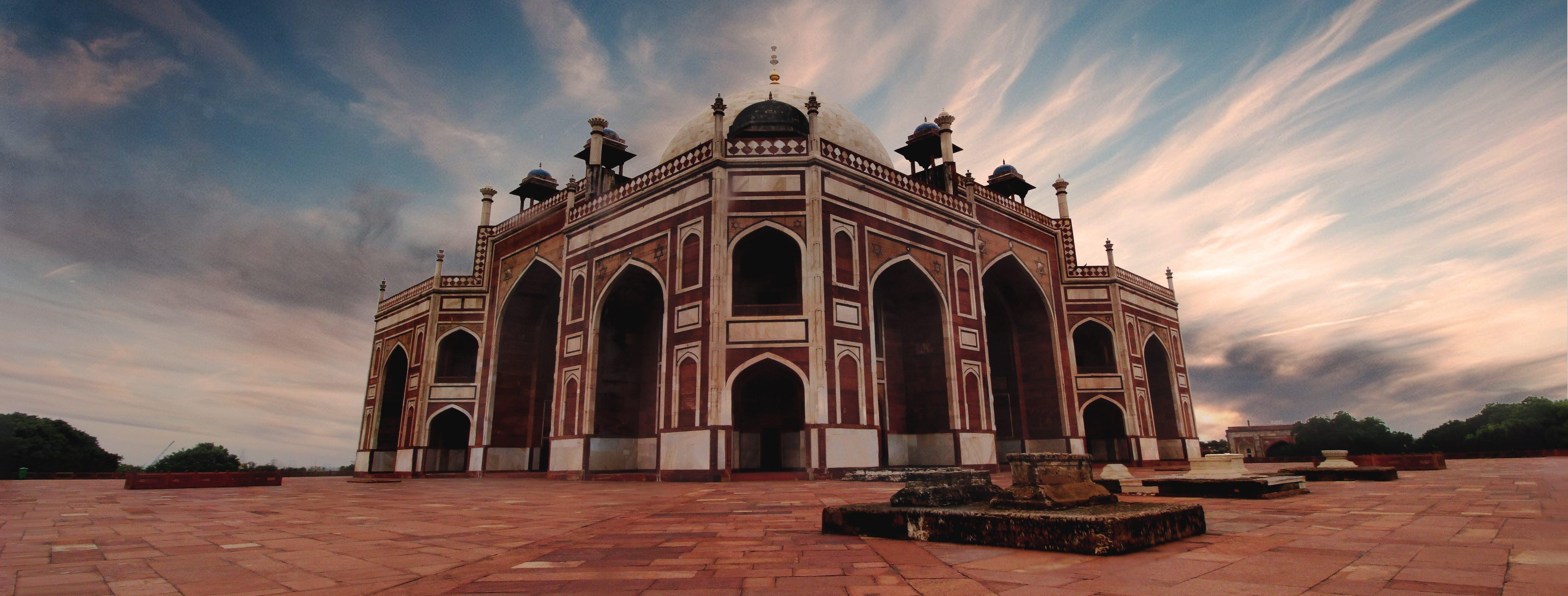 Pod marmurowym niebem, historia Taj Majal – recenzja #2