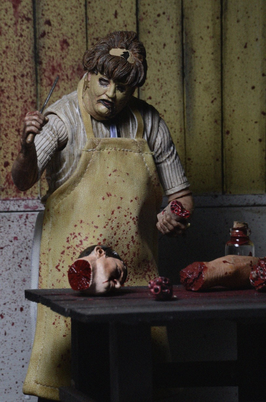 Closer Look Texas Chainsaw Massacre Ultimate Leatherface