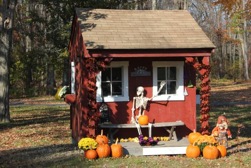scary halloween hut