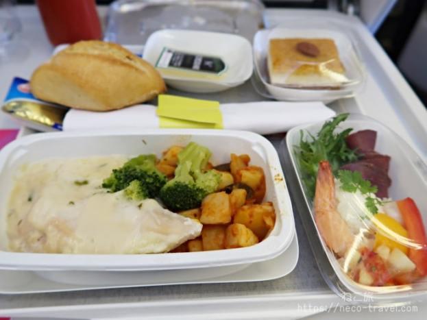 エールフランス航空 プレミアムエコノミー席 機内食