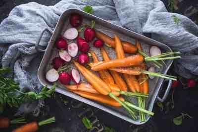 gegrilde wortel en radijs