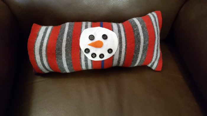 DIY Snowman Pillow To Make Without Sewing
