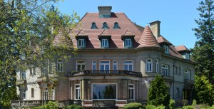many bedrooms photo of rear of pittock mansion commons credit to wikimedia m