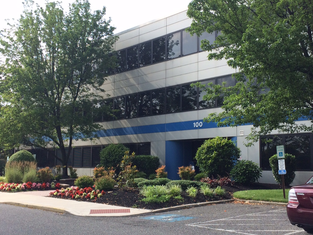 Lease office space in Mount Laurel, NJ