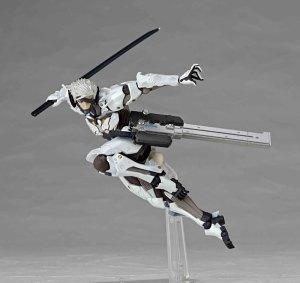 Metal-Gear-Rising-Revoltech-Raiden-White-Armor-003