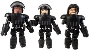 TRU WD 5 Michonne Hitchhiker 04 Riot Army