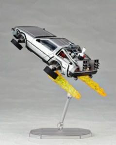 Revoltech-BTTF2-DeLorean-005