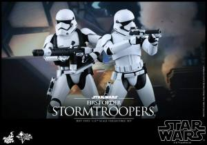 Hot Toys First Order Stormtrooper 01