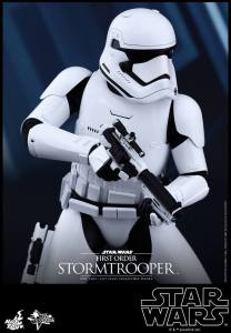 Hot Toys First Order Stormtrooper 05