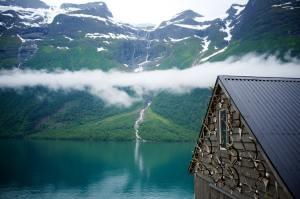 Beautiful cottage next to a like
