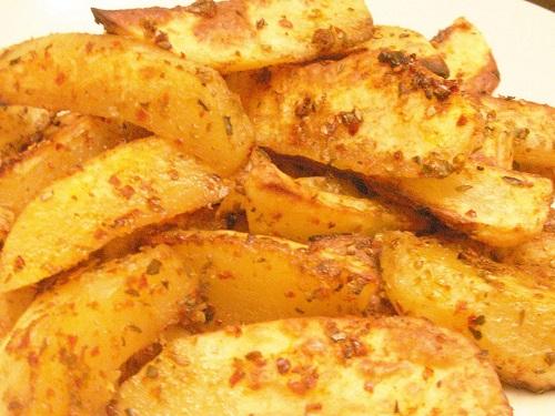 firinda-soslu-baharatli-patates-tarifi