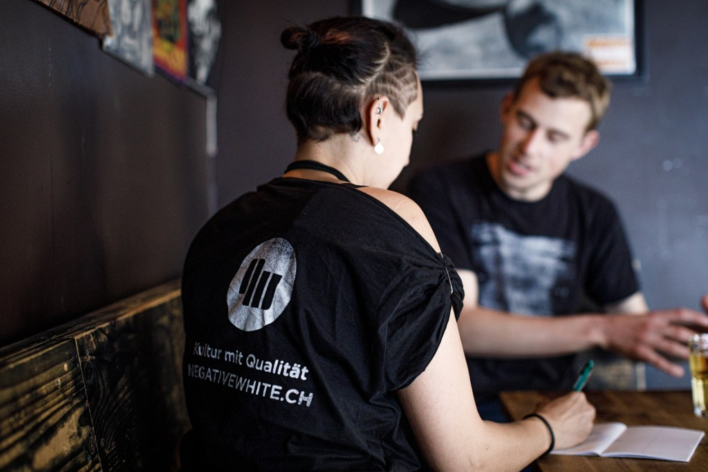 Negative White Reporterin Patrizia Tschurr im Interview mit Dunkelsucht.
