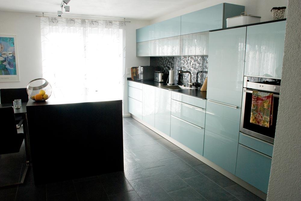 Küche mit Acryl-Fronten